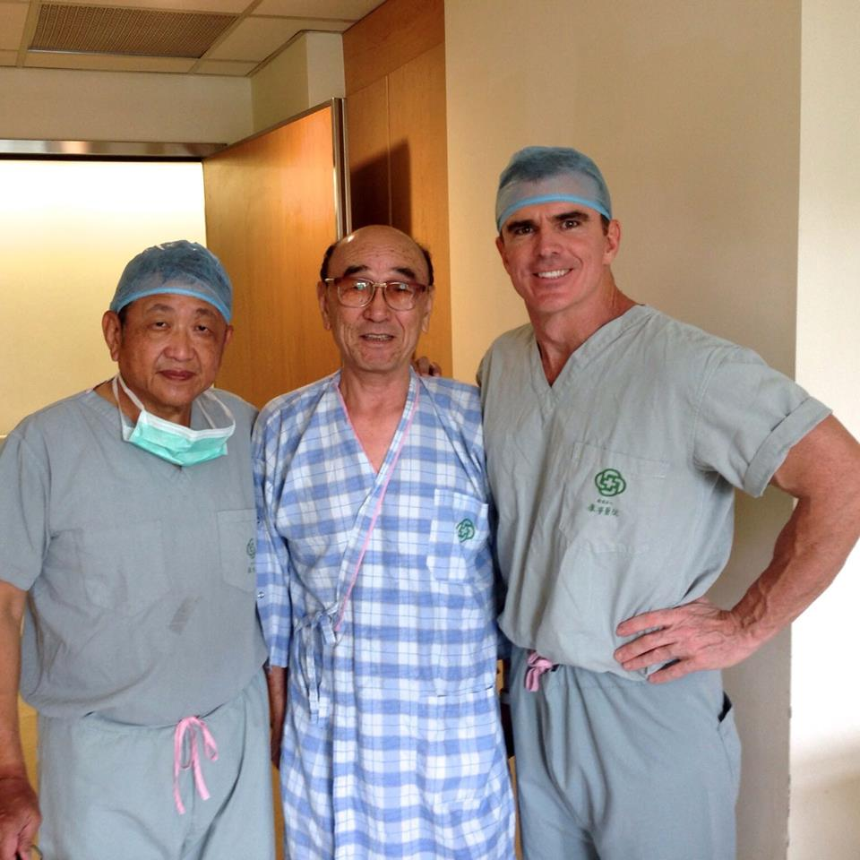 dr buechel with first partial knee replacement patient